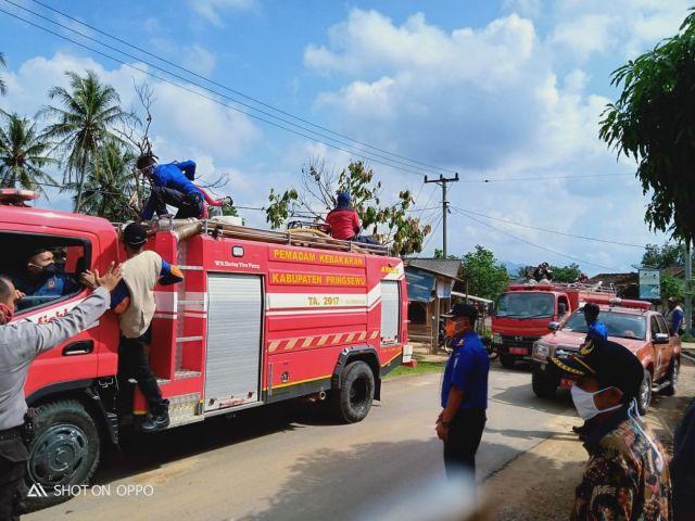 Penyemprotan Desinfektan oleh BPBD Kabupaten Pringsewu